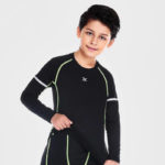 the multisport clothing for children is made of pieces of different colors. He will be able to choose the color he likes most. buy now !